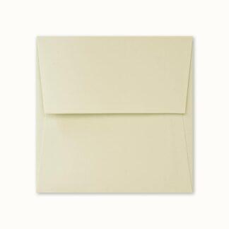 Hellgrünes Couvert für quadratische Karten